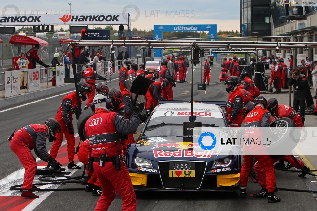 Miguel Molina (ESP), Audi Sport Team Abt Junior, Red Bull Audi A4 DTM (2008), makes his pit stop.