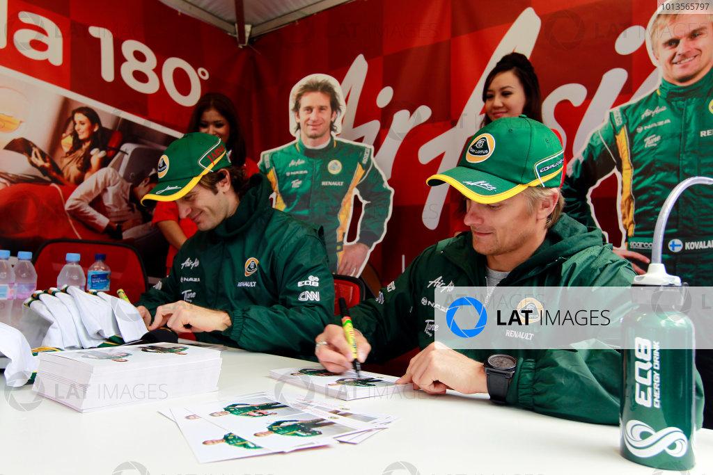 Albert Park, Melbourne, Australia24th March 2011.Jarno Trulli, Team Lotus Renault T128 and Heikki Kovalainen, Team Lotus Renault T128 sign their autogrpahs for fans.World Copyright: Charles Coates/LAT Photographicref: Digital Image _X5J5874