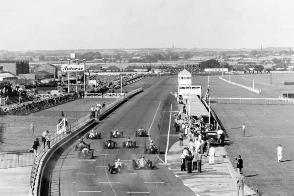 1955 Daily Express Trophy Formula Libre race.Aintree, Great Britain. 4 September 1955.Bob Gerard, Cooper-Bristol, leads Peter Collins, BRM, Roy Salvadori, Maserati 250F, and the field at the start.World Copyright: LAT PhotographicRef: Autosport b&w print. Published: Autosport, 9/9/1955 p301