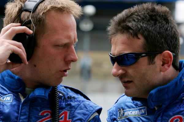 2005 Le Mans Test Day5th June 2005. Le Mans, France Jamie Campbell-Walter (GBR) talks to Nicolas Minassian (FRA), Creation Autosportif (GBR, DBA Judd). World Copyright: Glenn Dunbar/LAT PhotographicDigital Image Only