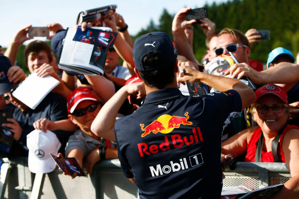 Spa Francorchamps, Belgium.  Thursday 24 August 2017. Daniel Ricciardo, Red Bull Racing, signs autographs for fans. World Copyright: Andy Hone/LAT Images  ref: Digital Image _ONY3581