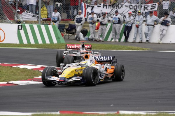 2007 French Grand Prix - Sunday RaceCircuit de Nevers Magny Cours, Nevers, France.1st July 2007.Giancarlo Fisichella, Renault R27, 6th position, leads Fernando Alonso, McLaren MP4-22 Mercedes, 7th position. Action. World Copyright: Andrew Ferraro/LAT Photographicref: Digital Image VY9E3416