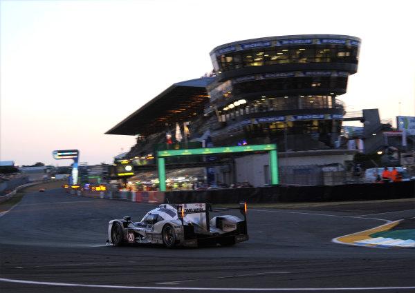 2014 Le Mans 24 Hours. Circuit de la Sarthe, Le Mans, France. Saturday 15 June 2013. Timo Bernhard/Mark Webber/Brendon Hartley, Porsche Team, No.20 Porsche 919 Hybrid.  World Copyright: Jeff Bloxham/LAT Photographic. ref: Digital Image DSC_4031