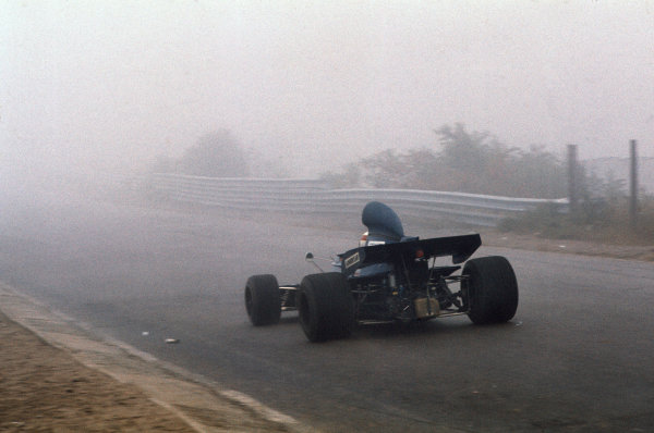 1972 Canadian Grand Prix.  Mosport, Canada. 22-24th September 1972.  Jackie Stewart, Tyrrell 005 Ford, 1st position, heads into the fog.  Ref: 72CAN01. World Copyright: LAT Photographic