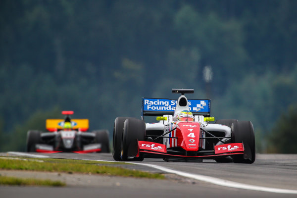 NURBURG (GER) Sept 11-13 2015 - World series by Renault 2015, round 7 at the Nurburgring. Oliver Rowland #4 Fortec, leads Tio Elinas #11 Strakka Racing. Action. © 2015 Diederik van der Laan  / Dutch Photo Agency / LAT Photographic. Action. © 2015 Diederik van der Laan  / Dutch Photo Agency / LAT Photographic