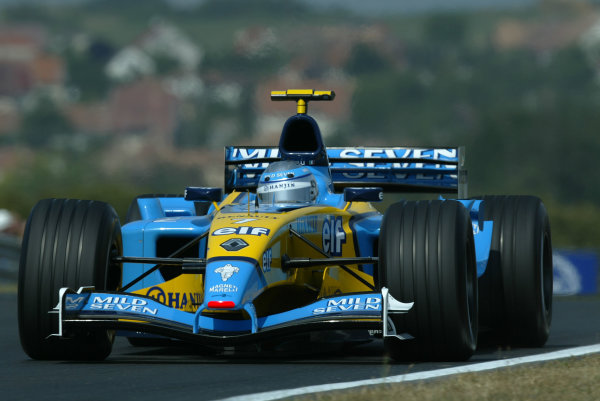 2003 Hungarian Grand Prix - Friday Qaulifying, Budapest, Hungary.22nd August 2003.Jarno Trulli, Renault R23, action.World Copyright LAT Photographic.Digital Image Only.