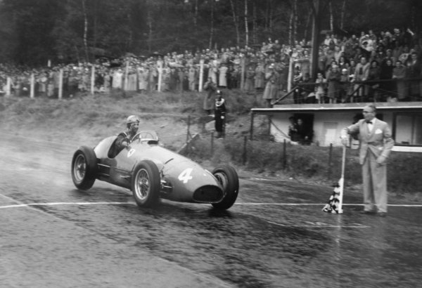 1952 Belgian Grand Prix.Spa-Francorchamps, Belgium. 22 June 1952.Alberto Ascari (Ferrari 500), 1st position. Ref-52/25 #29.World Copyright - LAT Photographic