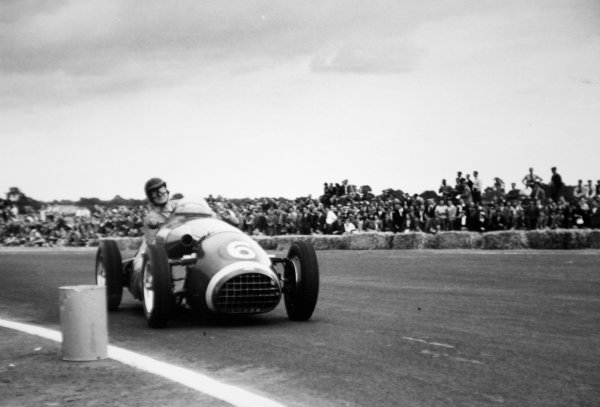 1952 British Grand Prix.Silverstone, Great Britain. 19 July 1952.Dennis Poore (Connaught A-type-Lea-Francis). Ref-52/36 #15A.World Copyright - LAT Photographic