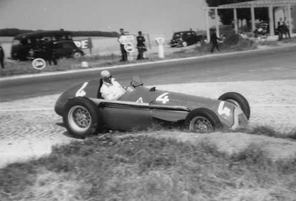 1951 French Grand Prix.Reims-Gueux, France. 1 July 1951.Juan Manuel Fangio (Alfa Romeo 159). Ref-51/35 #17.World Copyright - LAT Photographic
