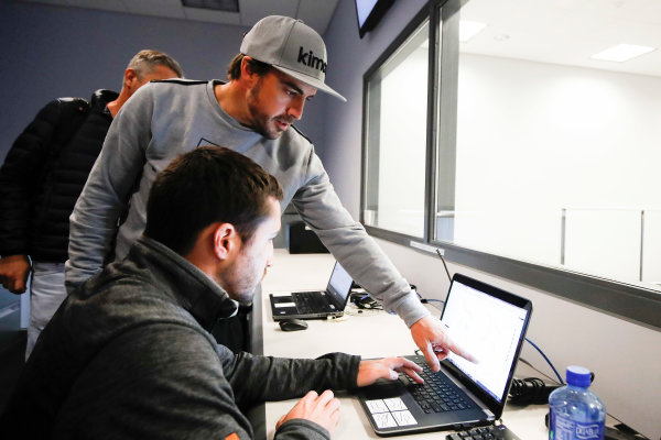 2017 Verizon IndyCar Series Fernando Alonso Simulator Test at HPD-I Brownsburg, Indiana, USA Tuesday 25 April 2017 Fernando Alonso compares his traces with those of another Andretti driver. World Copyright: Michael L. Levitt LAT Images