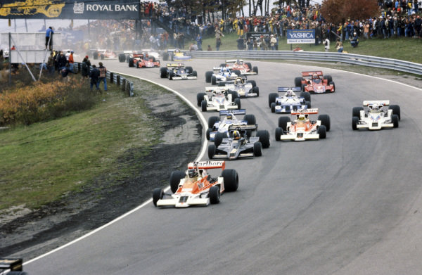 James Hunt, McLaren M26 Ford leads Mario Andretti, Lotus 78 Ford, Ronnie Peterson, Tyrrell P34 Ford, Jochen Mass, McLaren M26 Ford and Riccardo Patrese, Shadow DN8 Ford at the start.
