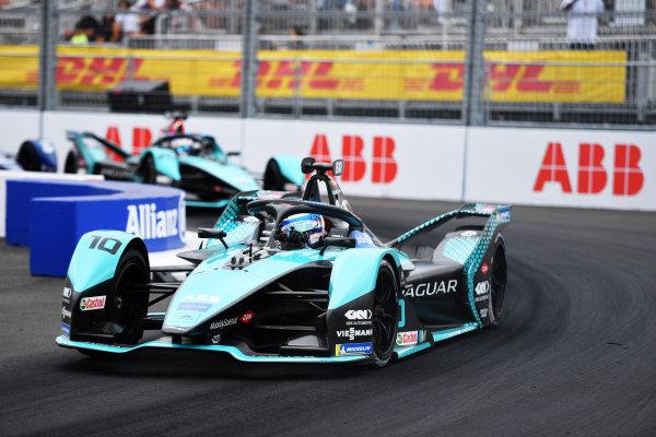 Sam Bird (GBR), Jaguar Racing, Jaguar I-TYPE 5, leads Mitch Evans (NZL), Jaguar Racing, Jaguar I-TYPE 5