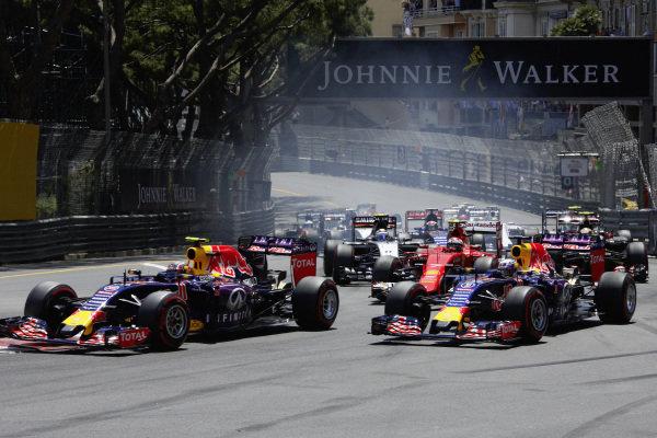 Start of the race, Daniil Kvyat, Red Bull RB11 Renault, Daniel Ricciardo, Red Bull RB11 Renault and Kimi Räikkönen, Ferrari SF15-T.