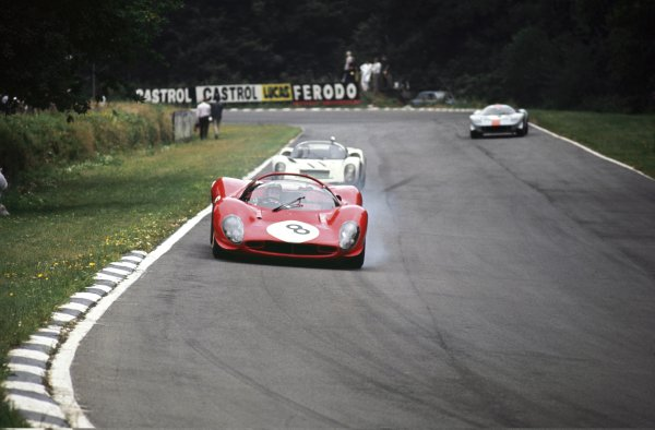 1967 BOAC 500. Brands Hatch, Great Britain. 30th July 1967. Paul Hawkins/Jonathan Williams (Ferrari 330P4) leads Jp Siffert/Bruce McLaren (Porsche 910), 3rd position, action. World Copyright : LAT Photographic